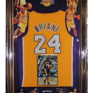Bryant Kobe signed 8x12 with Official La Lakers Jersey 0120